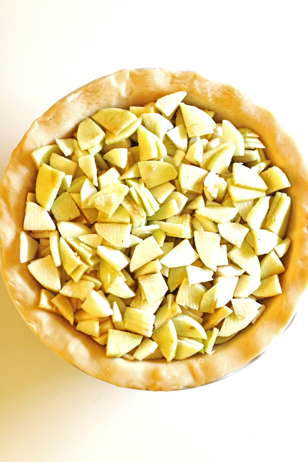 Slices of apples in pie crust