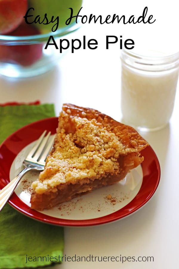 Easy Homemade Apple Pie with crumb topping makes the perfect fall dessert. It is a quick and easy recipe that is perfect for the holidays. #applerecipe #thanksgiving #dessert #easyapplepierecipe #holidaydessert #bestapplepie