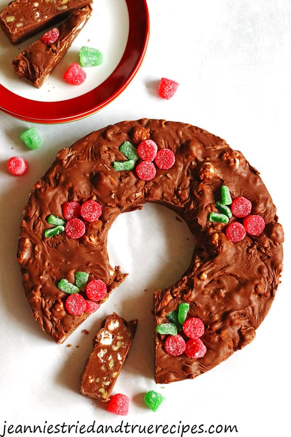 Fudge shaped as a Christmas wreath with slices on a plate